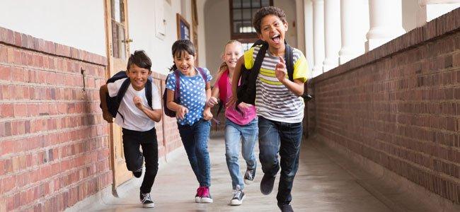 ninos-corren-colegio-p